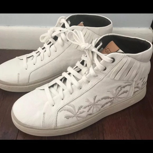 4bc525404ff UGG CALI SNEAKERS SIZE 8 NEW!